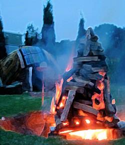 Schwitzhütte und Feuer